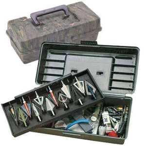Коробка пластмассовая MTM Broadhead Tacle Box для 12 наконечников стрел и прочих комплектующих. Размеры – 30х13х10 см. Цвет – камуфляж.